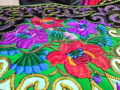 彝族服饰与彝族刺绣的资源挖掘利用