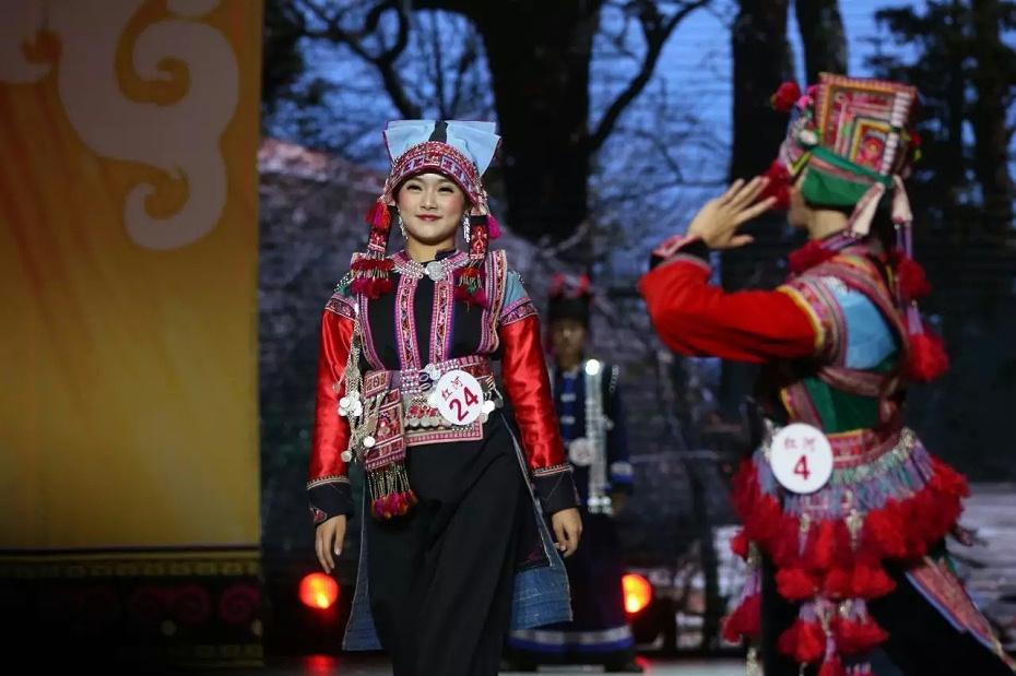 红河彝族服饰