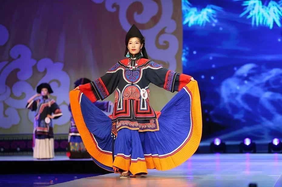 昭通彝族服饰