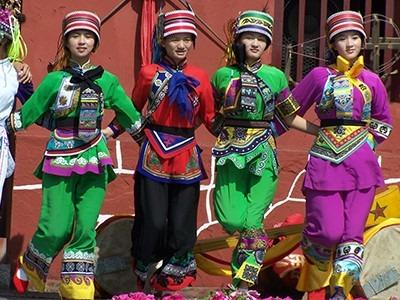 霓裳民族服饰——时尚的民族风格服装