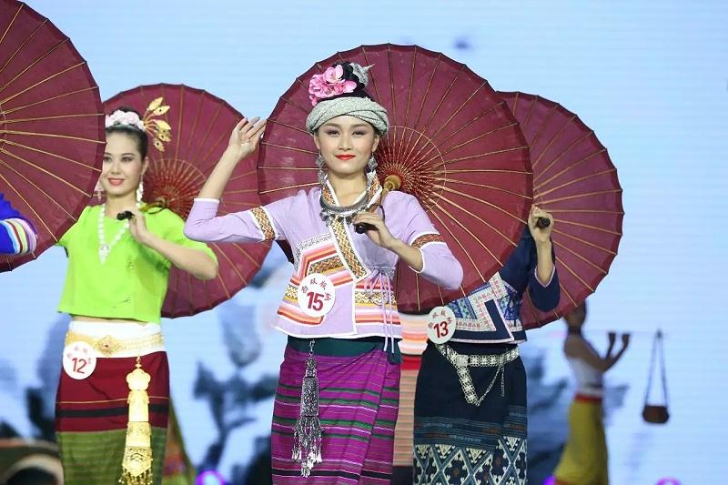 西双版纳傣族服饰