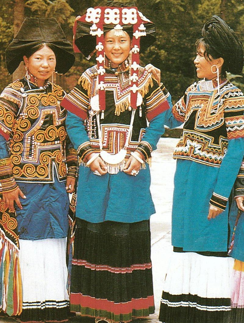 四川所底式彝族服饰
