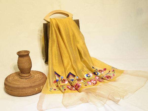 维吾尔族刺绣纹样丝巾