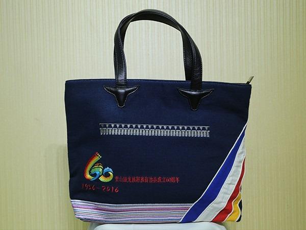独龙族民族工艺纪念包