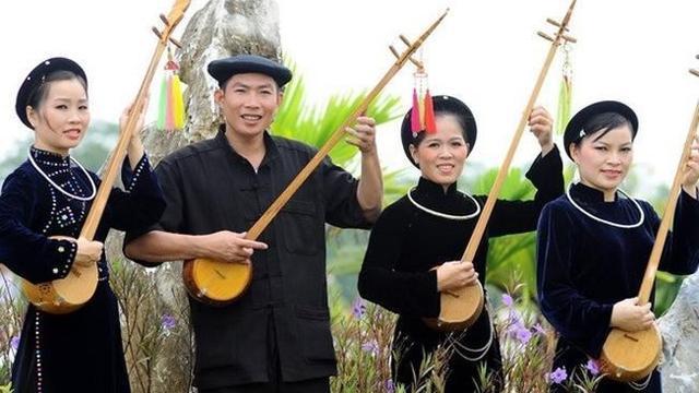 越南岱依族妇女的靛蓝文化和美丽服装
