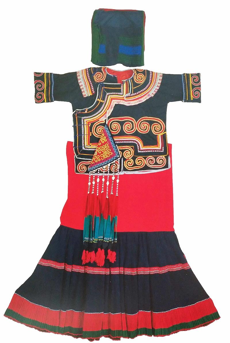凉山彝族服饰