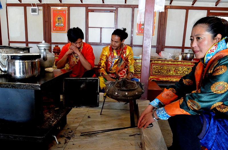藏族服饰及习俗