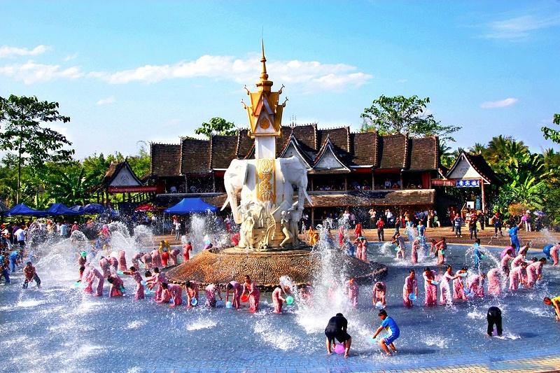 西双版纳傣族泼水节