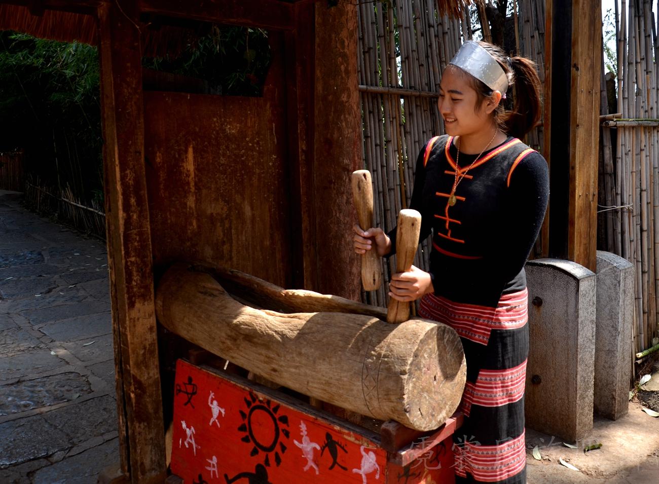 佤族女子服饰