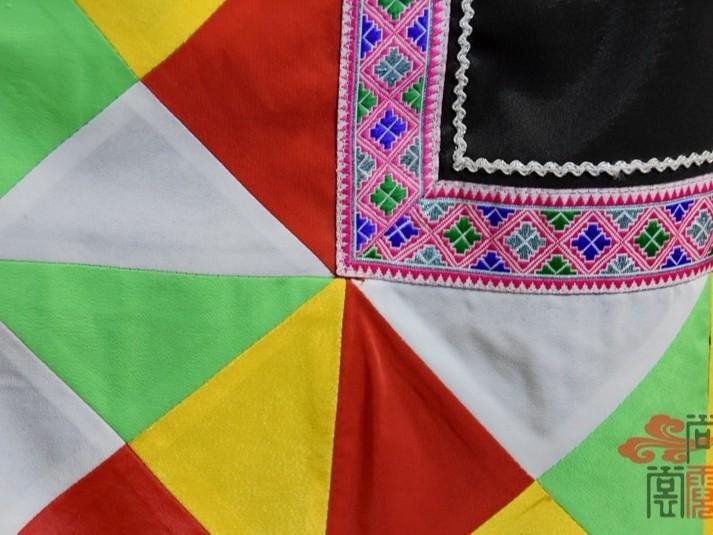 少数民族服饰传统拉枯族女装