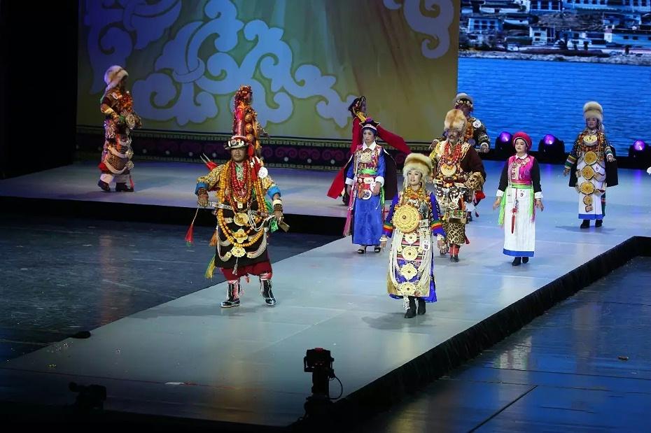 藏族春节服饰
