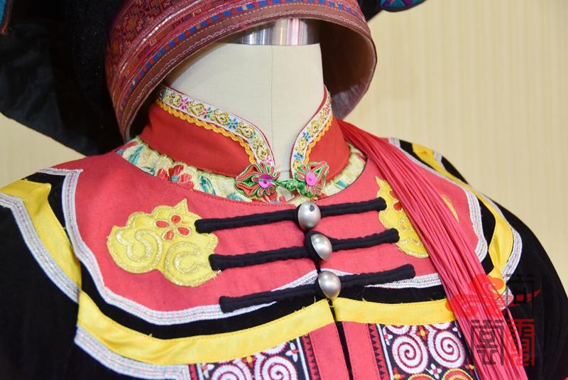 凉山彝族少数民族服饰女装07