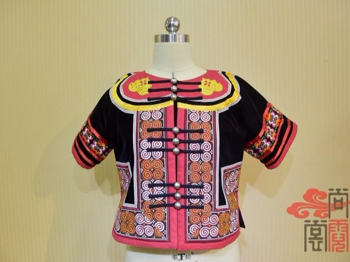少数民族服饰彝族女上衣