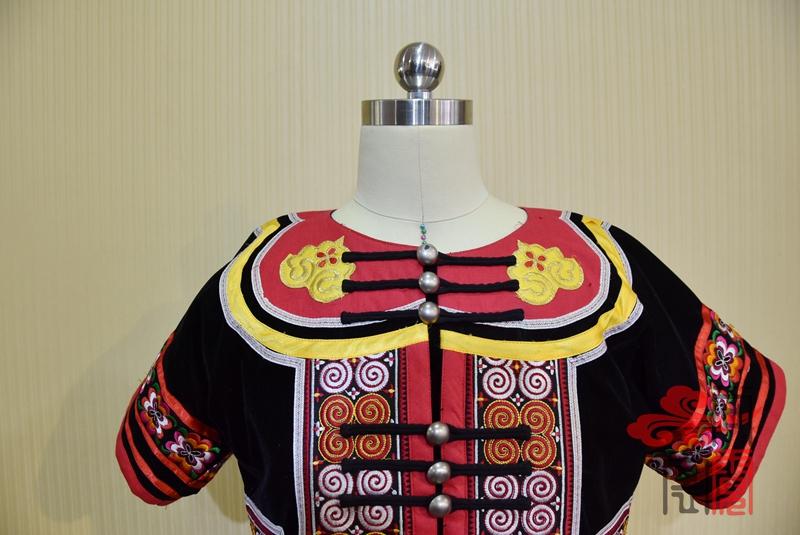 凉山彝族少数民族服饰1