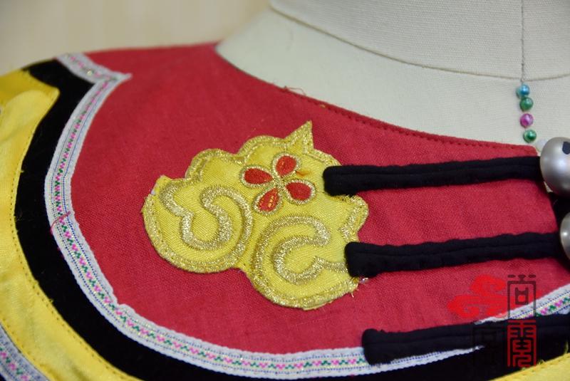 凉山彝族少数民族服饰2