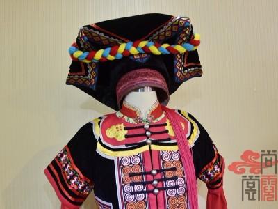 彝族传统节日服饰