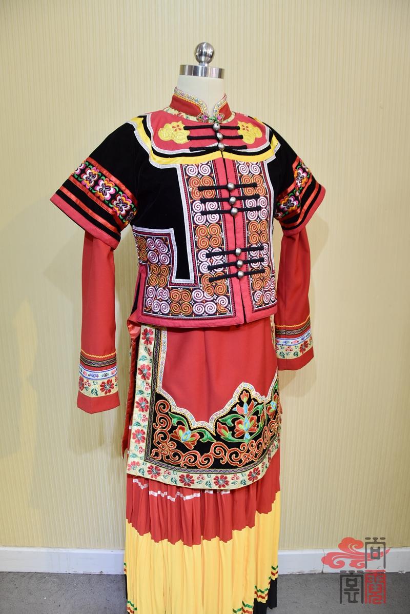 凉山彝族少数民族服饰女装02