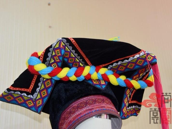 少数民族服饰彝族女装