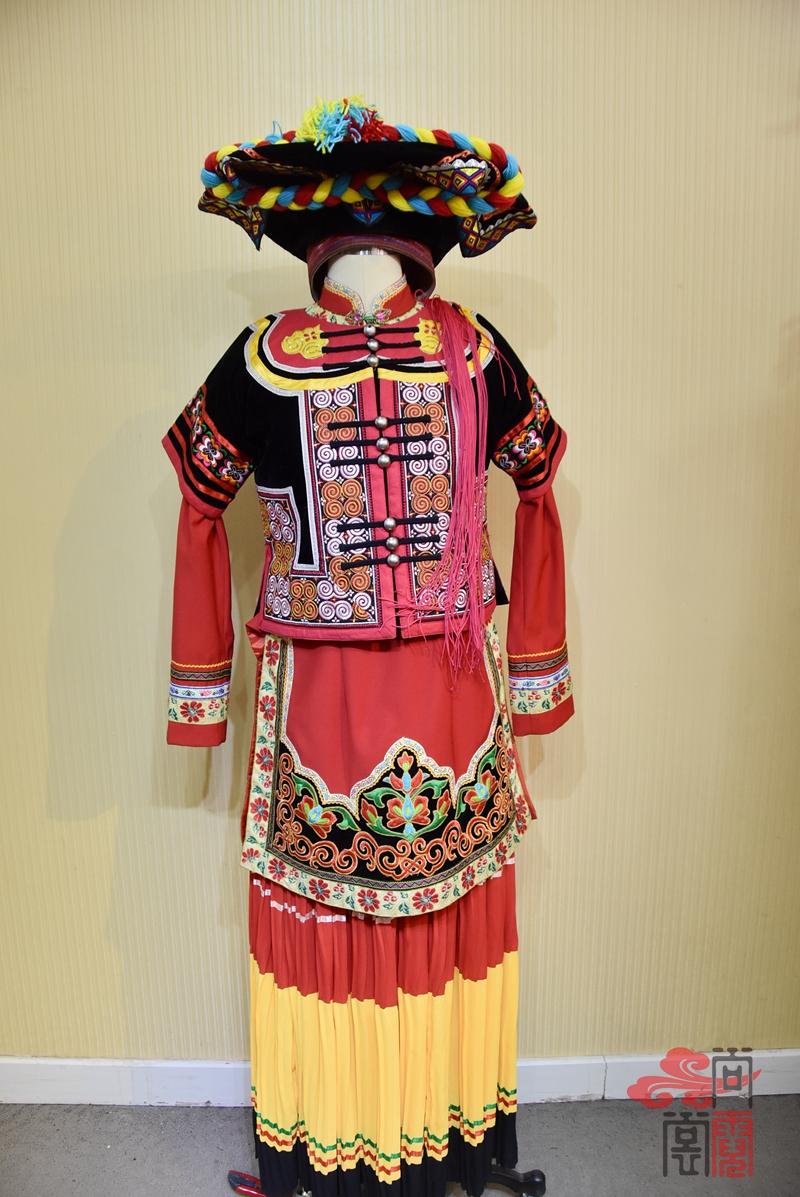 凉山彝族少数民族服饰女装04