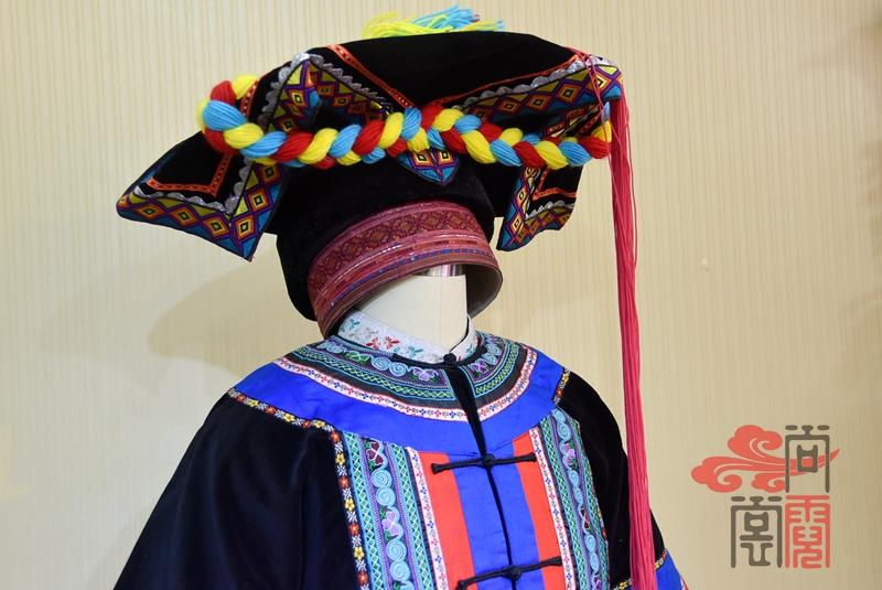 彝族少数民族服饰女装04