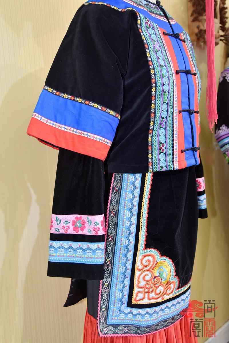 彝族少数民族服饰女装07