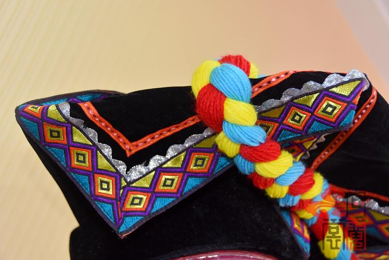 彝族少数民族服饰女装09