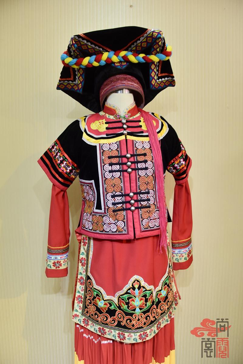 凉山彝族少数民族服饰女装05