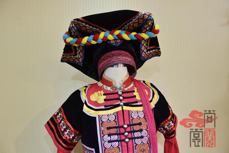 凉山彝族少数民族服饰女装06