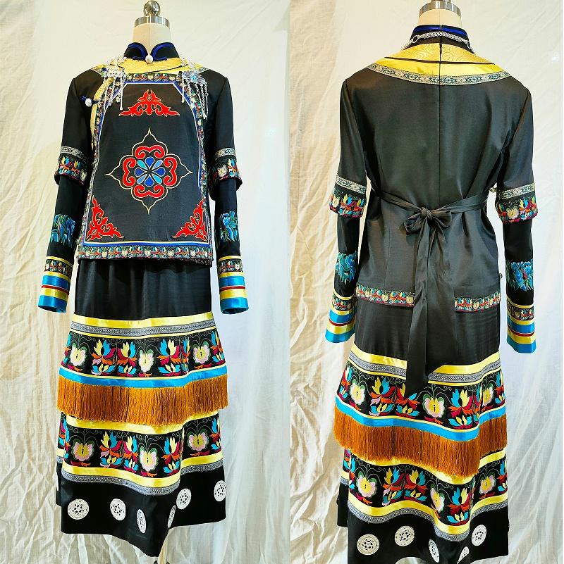 瑶族特色礼服