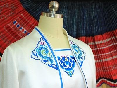 彝族龙纹/花卉蝴蝶纹礼仪旗袍