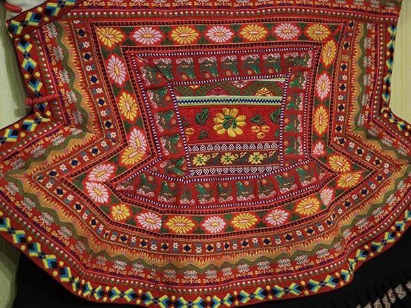 苗族传统节日服饰