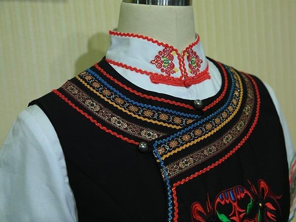 彝族特色工作服装