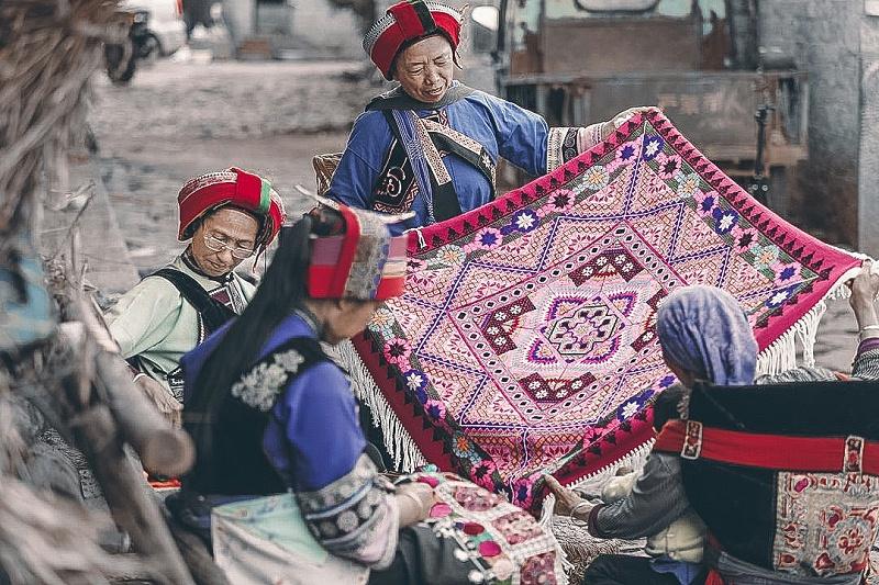撒尼族刺绣
