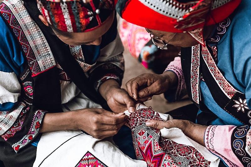 彝族撒尼族刺绣