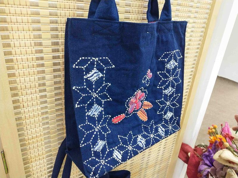 彝族刺绣包包