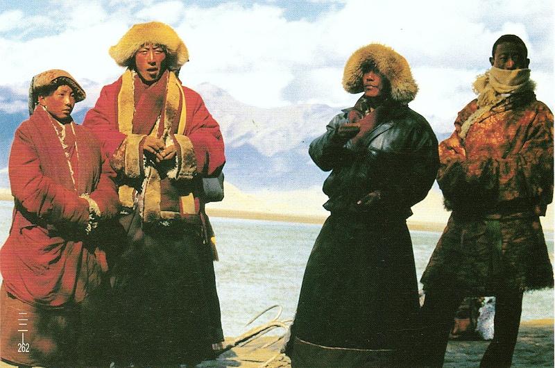 四川甘孜州色达县藏族冬装