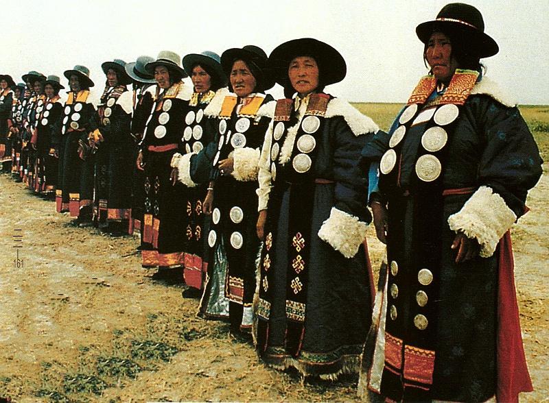 青海湖一带藏族服饰