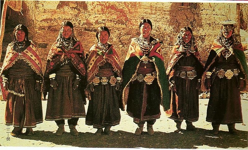 西藏阿里地区扎达县藏族服饰