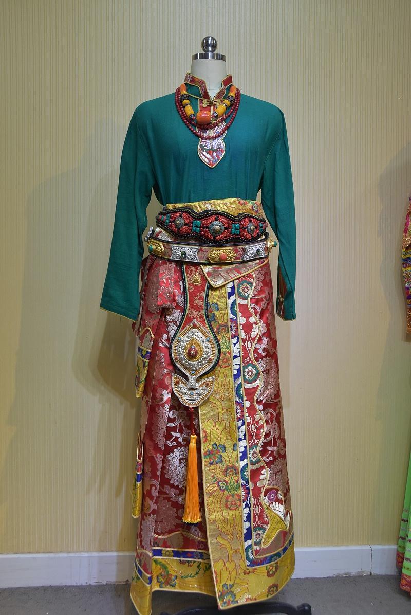 景区藏族服饰