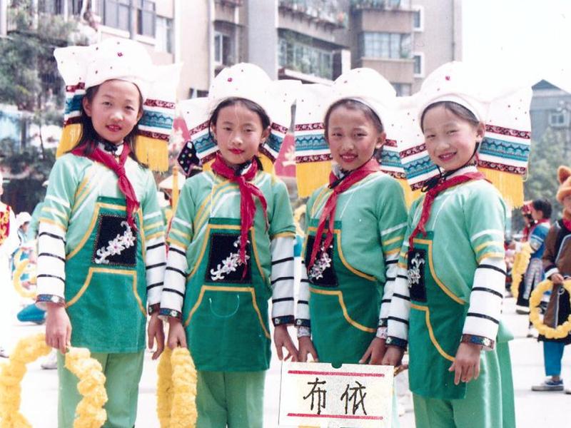 首届中国民族服装服饰博览会儿童舞台表演民族服饰