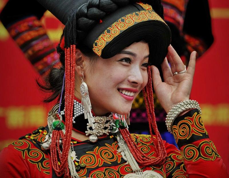 凉山彝族服装