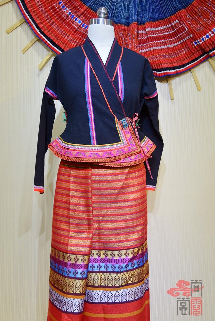傣族的纱绸裙