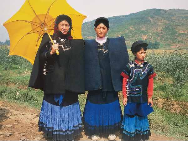 云南少数民族服装材料质地