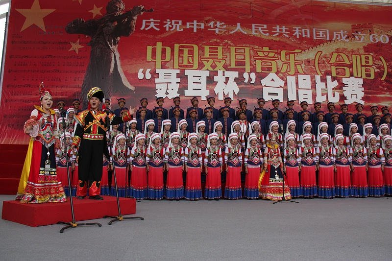 舞台表演民族服装