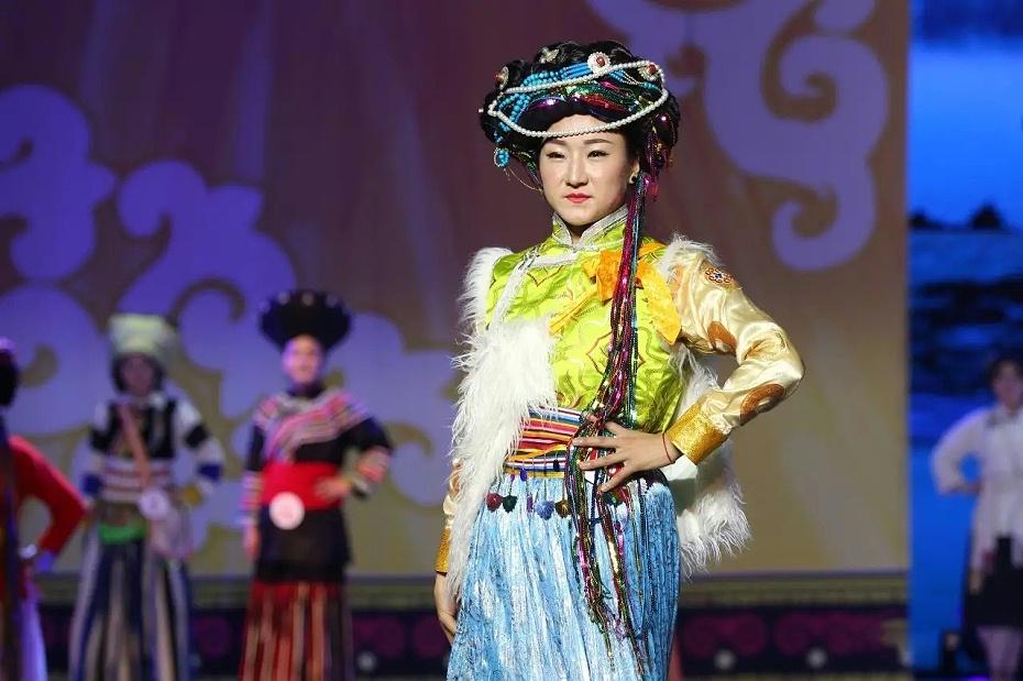 摩梭族女装