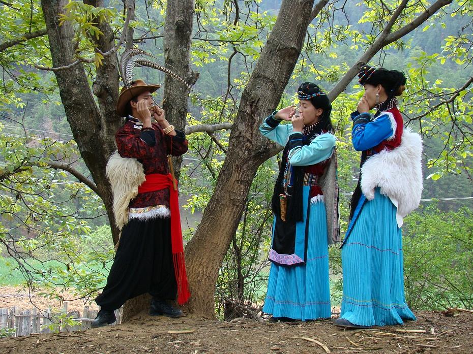 普米族表演服饰