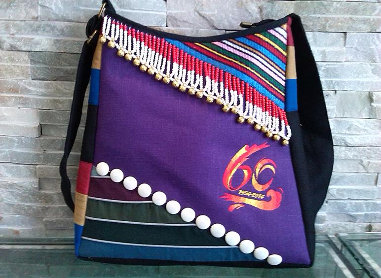 怒江傈僳族自治州60周年庆民族工艺纪念包