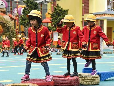 校服设计中融入少数民族服饰元素,传承民族文化特色