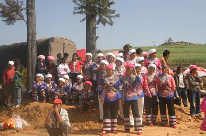 玉溪峨山彝族自治县成立50周年定制全体公务员民族服装