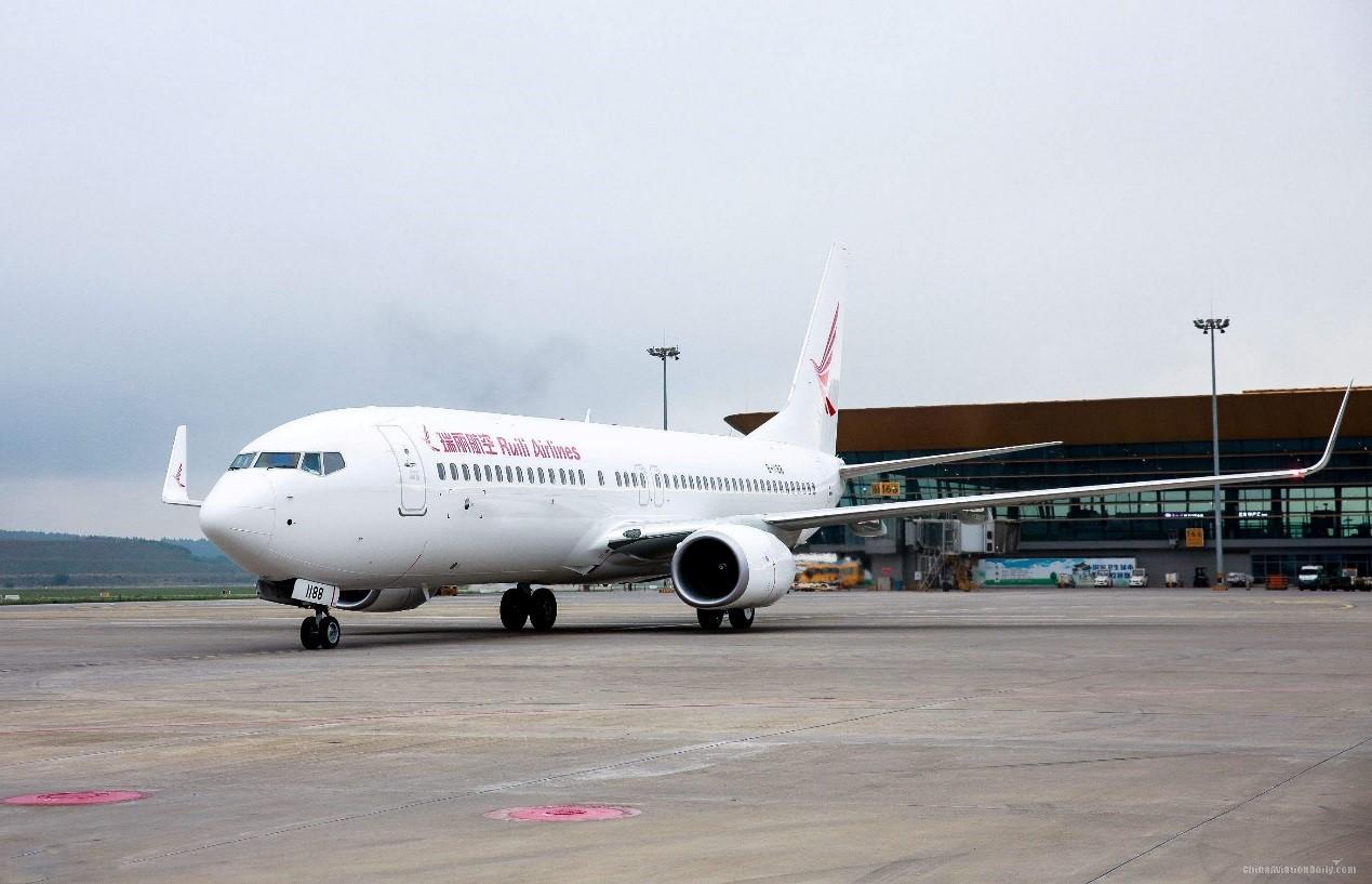 瑞丽航空公司少数民族景颇族空姐工作服装